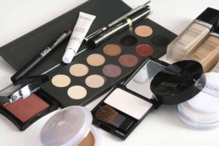 cosmetics 1063134 1920 435x290 - Piękny makijaż ślubny - idealny makijaż na ślub