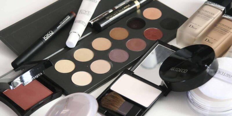 cosmetics 1063134 1920 800x400 - Piękny makijaż ślubny - idealny makijaż na ślub