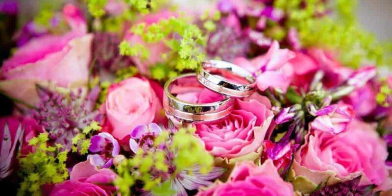 flowers 260894 1280 800x400 - Wiązanki i kwiaty ślubne