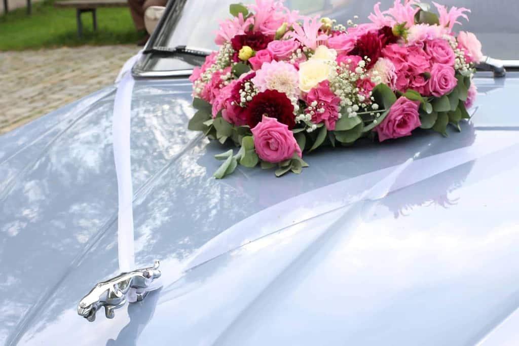 Dekorowanie samochodu ślubnego? Zrób to sam!