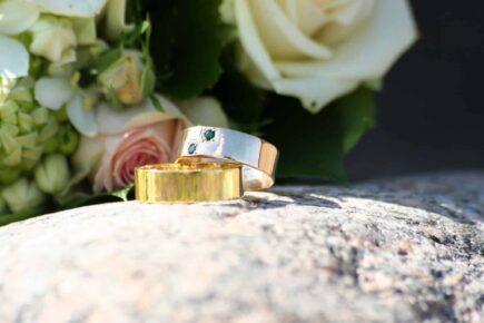 wedding rings 1306423 1599x1066 435x290 - Jak wybrać obrączki ślubne?