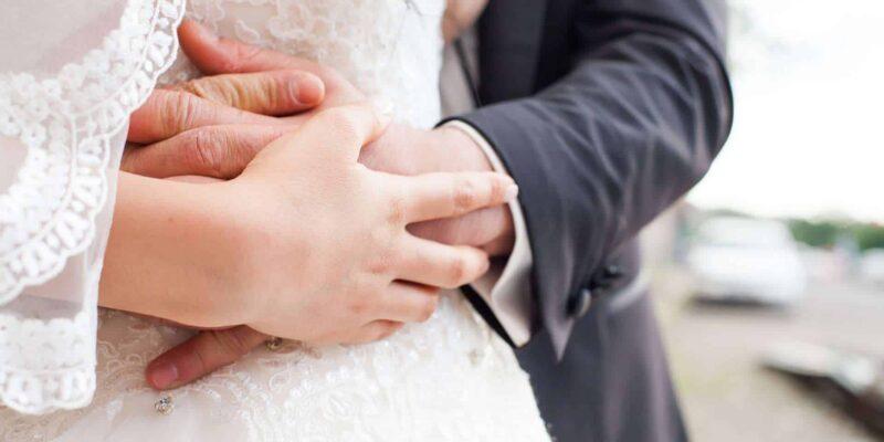 bride groom 1050297 1920 800x400 - Jak zorganizować wesele idealne?