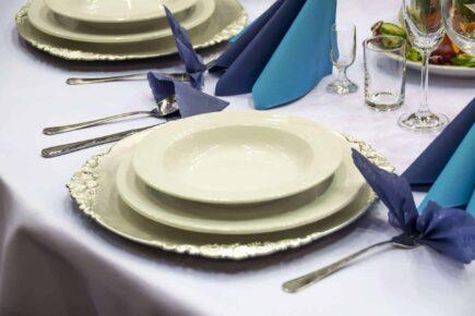 table setting 1159423 1920 435x290 - Jak oszczędzić na weselu?