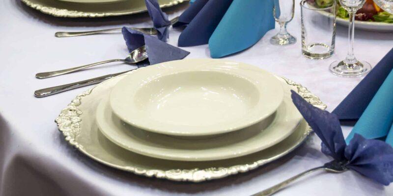 table setting 1159423 1920 800x400 - Jak oszczędzić na weselu?