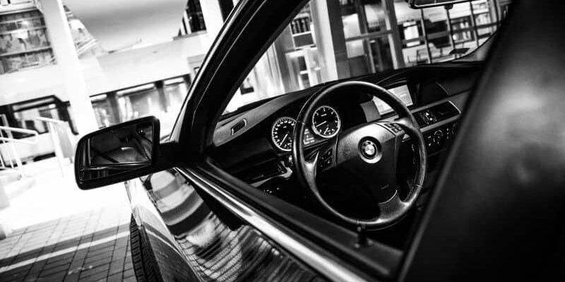 IMG 4699 3 800x400 - Wybieramy nowoczesny samochód ślubny