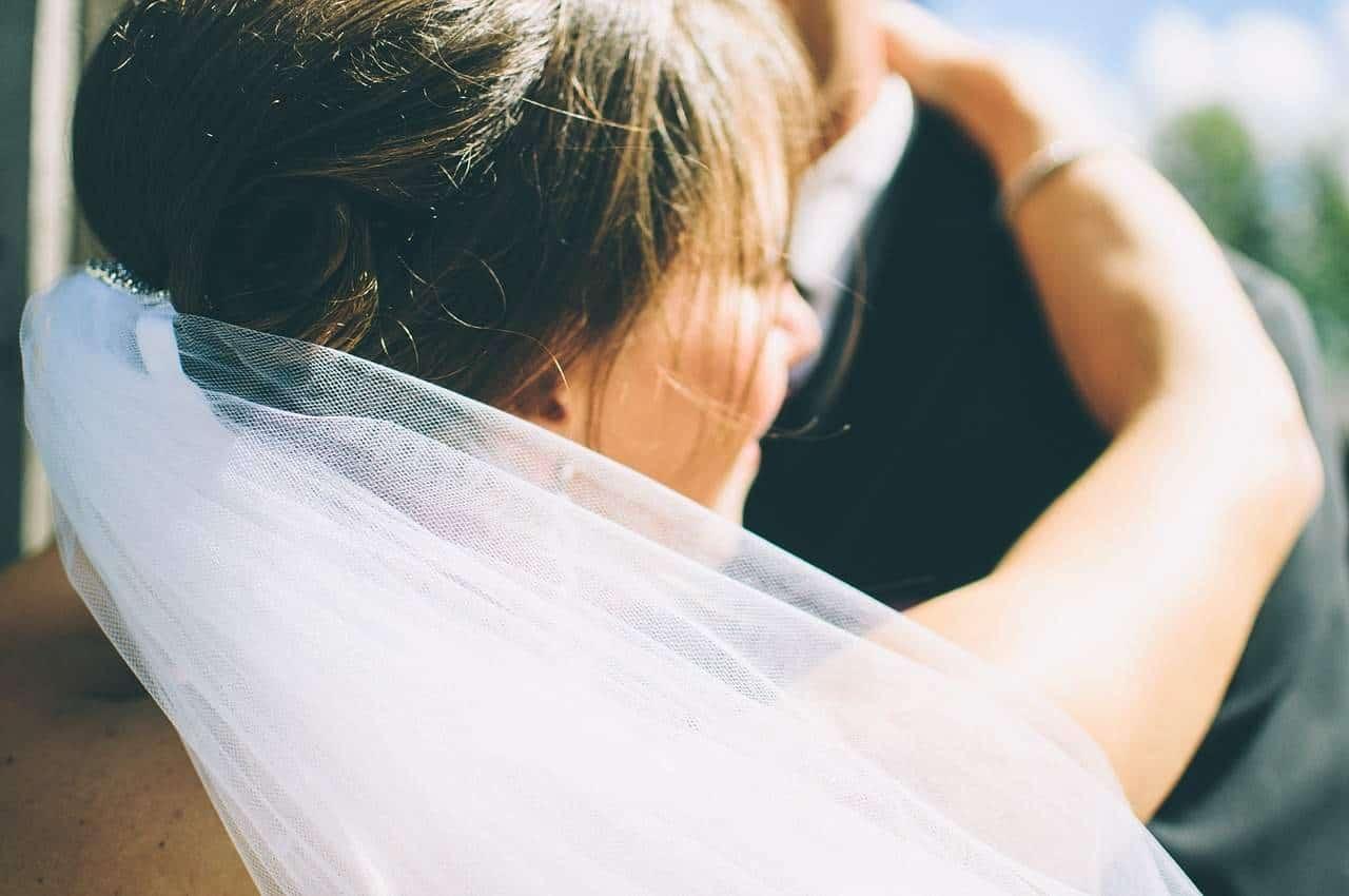 Jaka fryzura ślubna? Planowanie i wybór