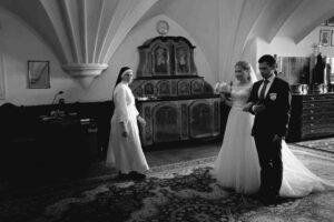 00040 300x200 - Ślub zimą czyli pierwszy taniec pod jemiołą, oczepiny na kuligu